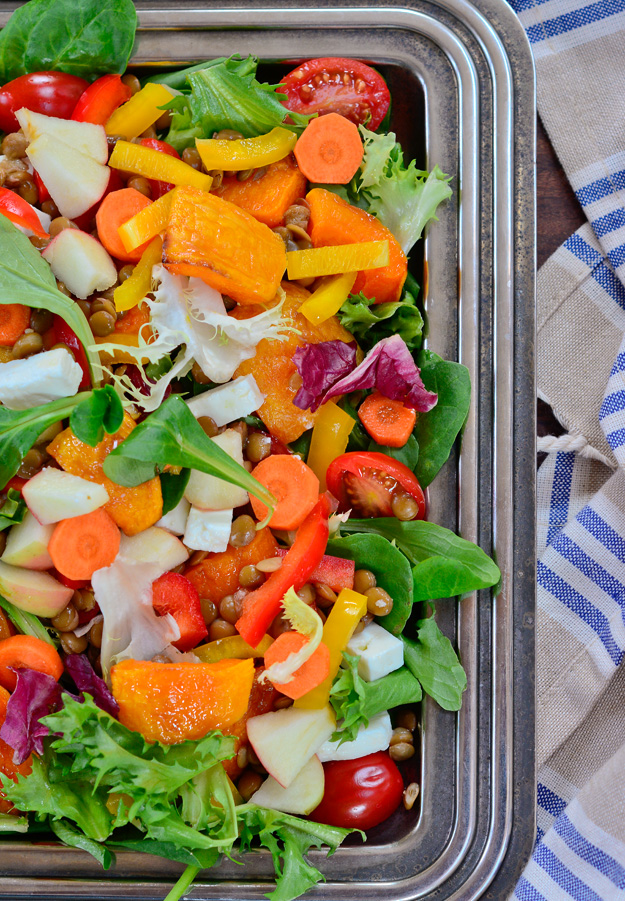 green salad with lentils, bell pepper and squash