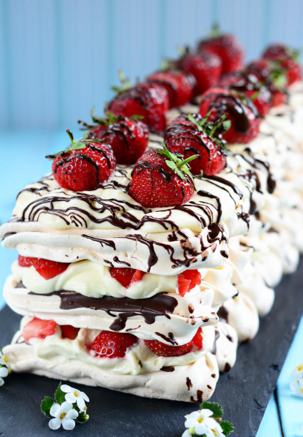 Strawberry-and-Chocolate-Meringue1