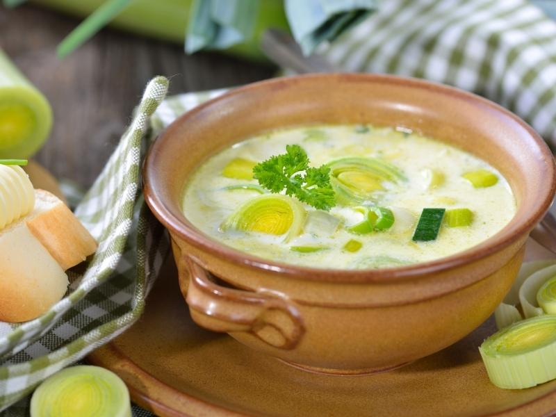 cheese-leek soup with potatoes and mincemeat