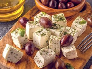 Tofu-Feat-würfel-snack-oliven